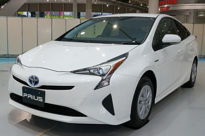 JC08モード燃費40.8km/Lのトヨタ自動車の「プリウス」が、国土交通省が発表した「燃費の良い乗用車ベスト10」でトップに