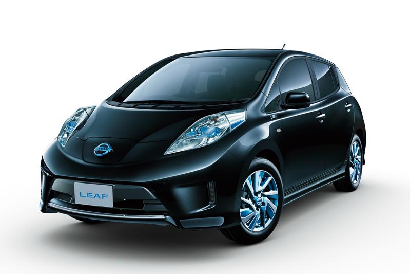 EVならではの力強く爽快な走りを内外装のデザインでも表現した「リーフ エアロスタイル」。走行性能でも伸びやかな加速感を演出するファインレスポンスVCM(Vehicle Control Module)を一部グレードで採用する