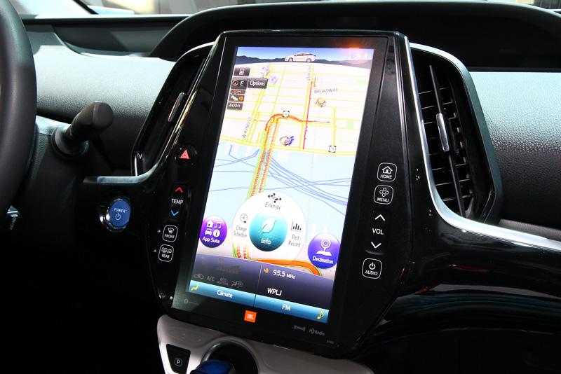 11.6インチのモニターを装備したインフォテイメントシステム。ナビゲーションの他にも車両の制御を確認できる