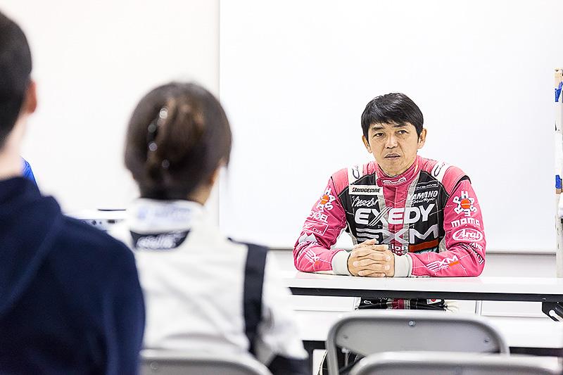 RE-71Rの開発ドライバーを務めた山野哲也氏