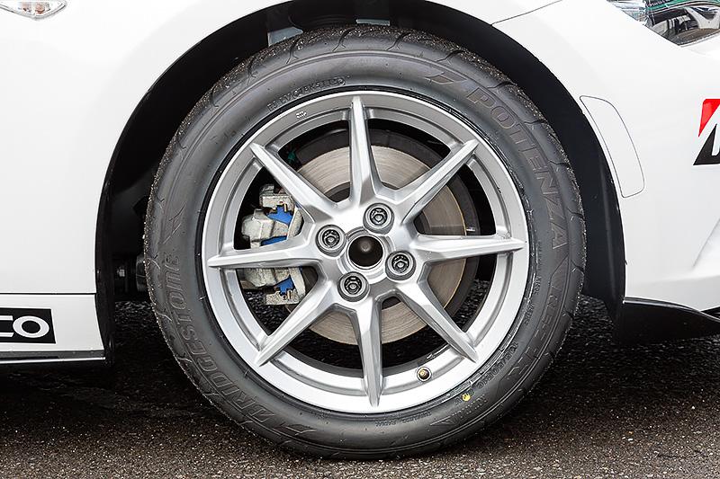 今年から指定タイヤとなったポテンザ RE-71R。サイズは195/50 R16