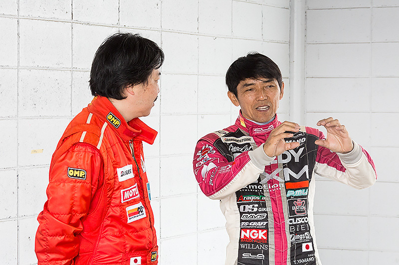 山野氏とメディア4耐Car Watchチームの助っ人、石川氏。石川氏のNDはこの日、納車されたばかりだとか