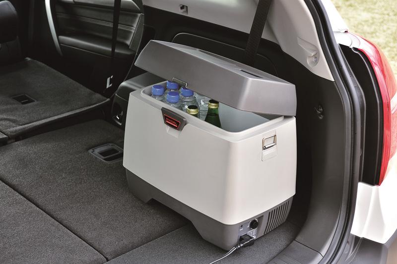 飲み物や食材などをしっかり保管できる「ポータブル冷蔵庫」