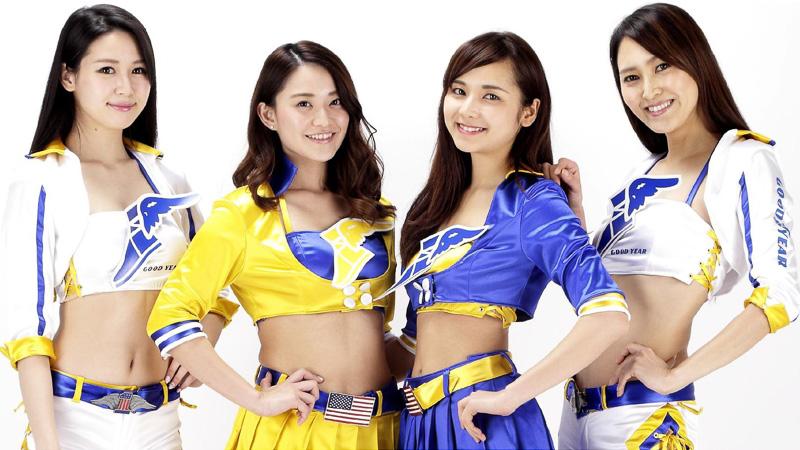 「GOODYEAR Angel 2016」のメンバー。写真左から、荒井つかささん、西村麻依さん、瀬野ユリエさん、大津リサさん