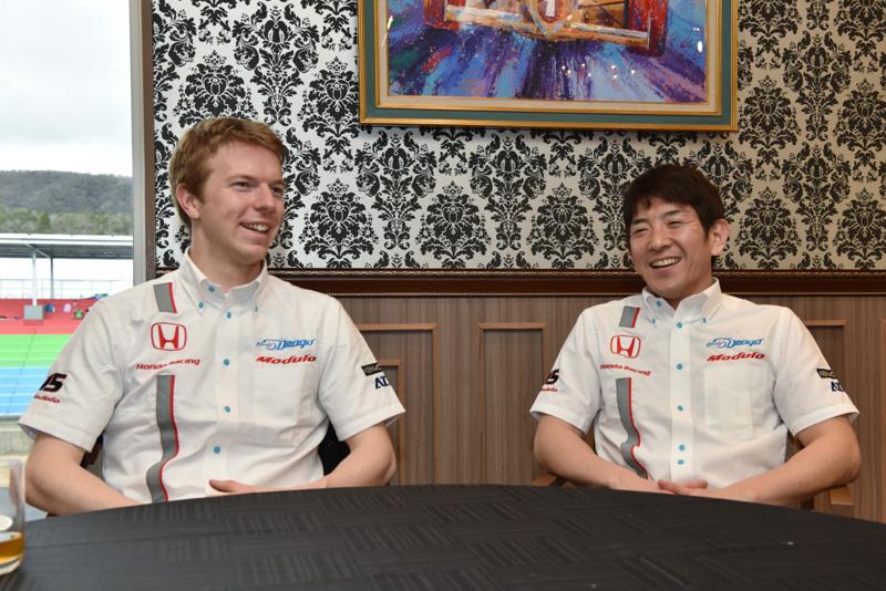 Drago Modulo Honda Racingのオリバー・ターベイ選手(左)、武藤英紀選手(右)