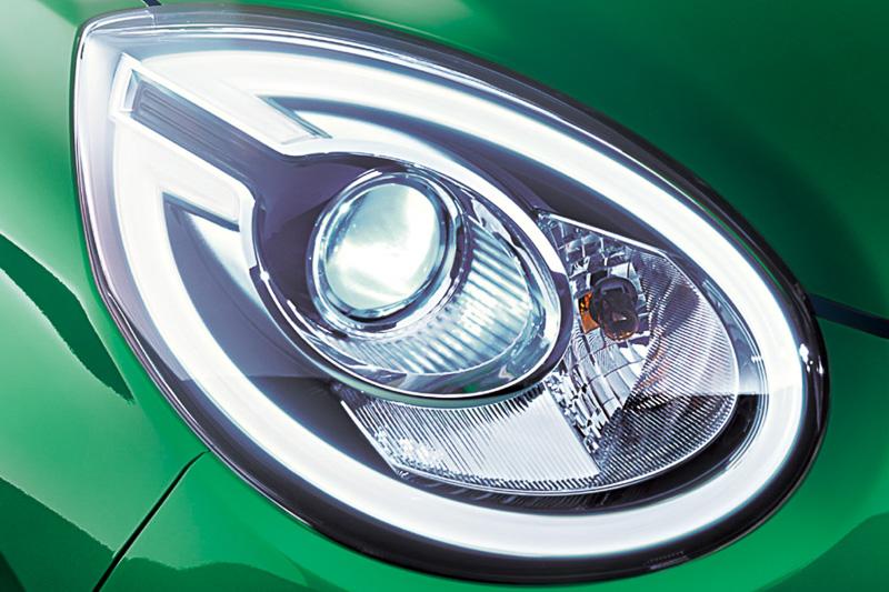 ブーン シルクは「Bi-Angle LEDヘッドランプ(オートレベリング機能、LEDクリアランスランプ付)」を全車標準装備