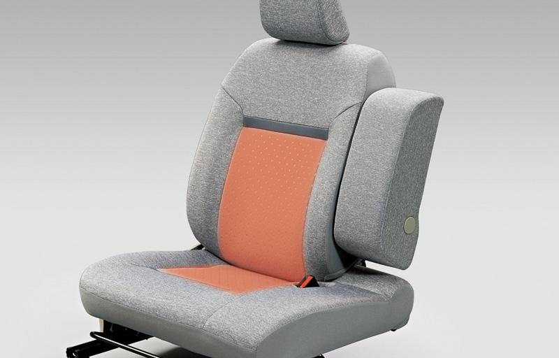 運転席シートヒーターは4WD車に標準装備。2WD車は寒冷地仕様のセットオプションとなる