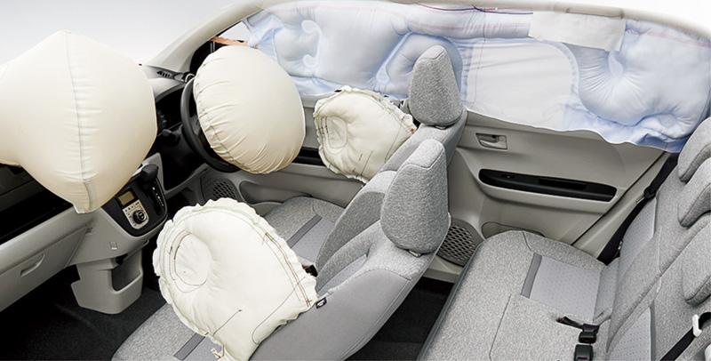 デュアルSRSエアバッグは全車標準装備。SRSサイドエアバッグ(運転席/助手席)&カーテンシールドエアバッグ(前後席)は全車に4万9680円高でオプション設定