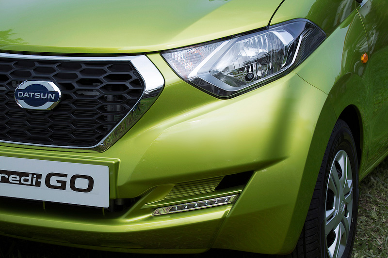 エクステリアでは車体に沿ったキャラクターラインを持つとともに、特徴的なD-カットグリル、ヘッドライト、テールランプなどによって力強さと洗練さを表現