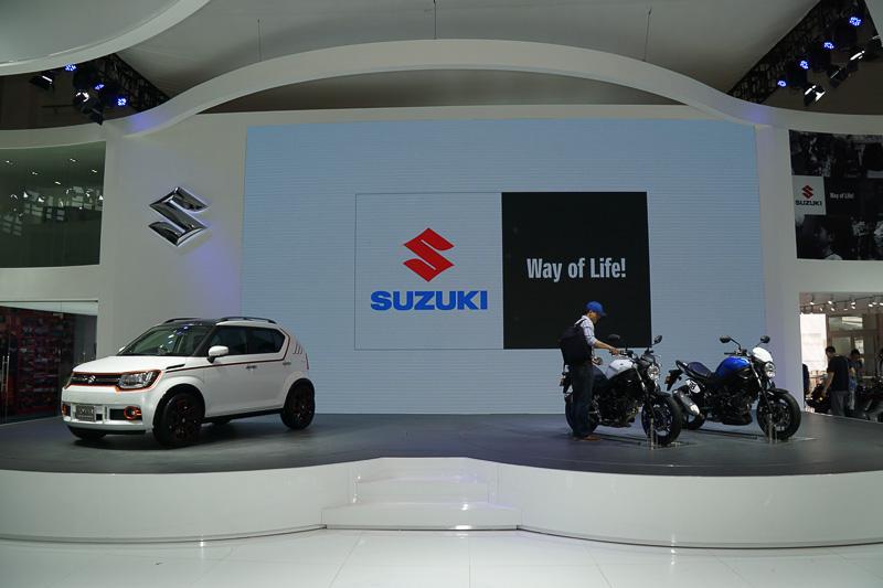 ステージ上には中国初公開となる「SV650 ABS」やイグニス トレイルコンセプトなどを展示