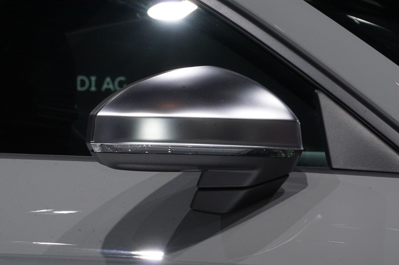 世界初公開となる「TT RS クーペ」がメインステージに展示された