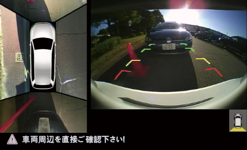 表示は車両を真上から見たような「トップビュー」のほか、「トップビュー+リアビュー」(左)、「サイドビュー+リアビュー」(中央)、「リアビュー」(右)の4パターンに切り替え可能