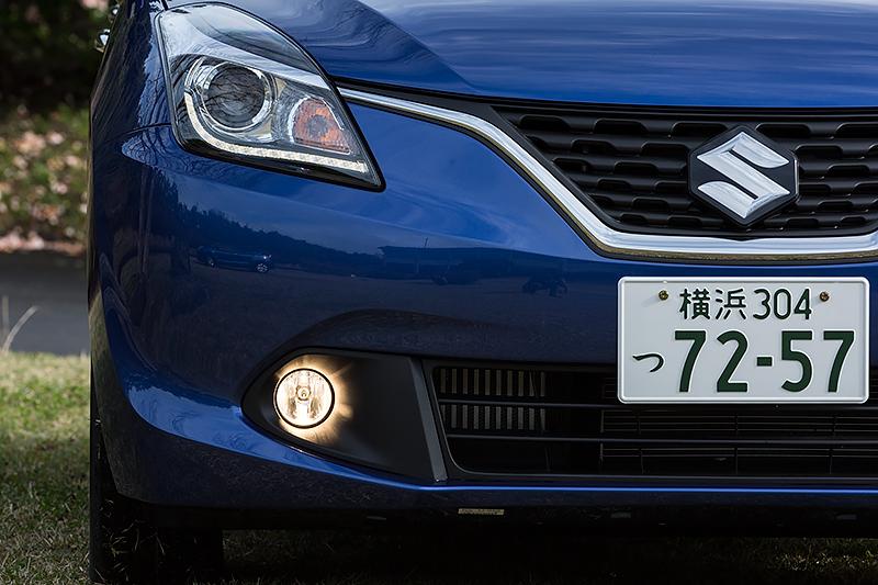 XTはディスチャージヘッドライトを標準装備。さらにセットオプション装着車ではマルチリフレクターハロゲンフォグランプも追加される