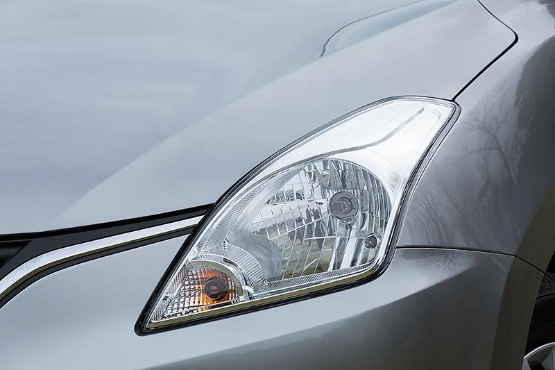 XGはマルチリフレクターハロゲンヘッドライトを採用