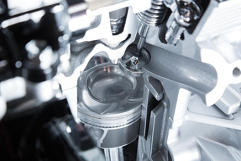 """試乗会の会場には""""ブースタージェットエンジン""""と名付けられたK10C型エンジンのカットモデルが展示されていた"""