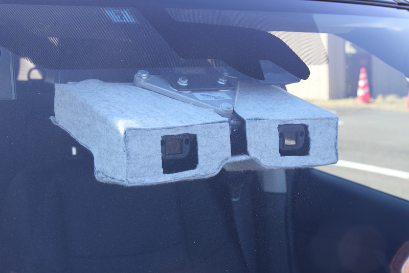 エクストレイルに搭載されたステレオカメラ