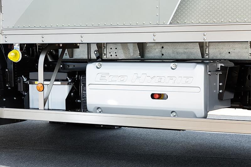 車両助手席側にリチウムイオンバッテリーを配置