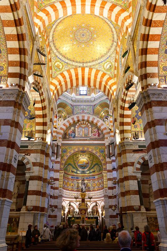 マルセイユで最も有名な建物と言えばノートルダム・ド・ラ・ガルド寺院だろう