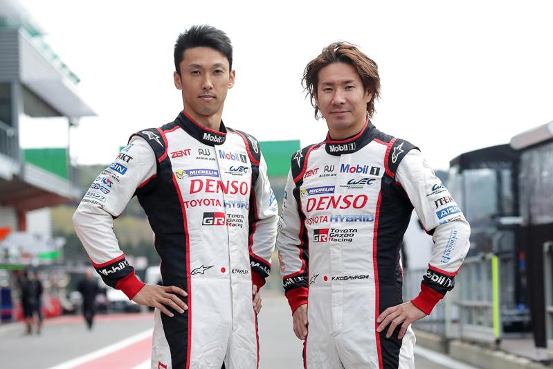 今シーズンから中嶋一貴選手(左)に加え、日本人レギュラードライバーとして元F1ドライバーの小林可夢偉選手(右)が参戦。6号車をドライブする小林可夢偉選手は、ステファン・サラザン選手、マイク・コンウェイ選手とともに開幕戦で2位フィニッシュを飾った