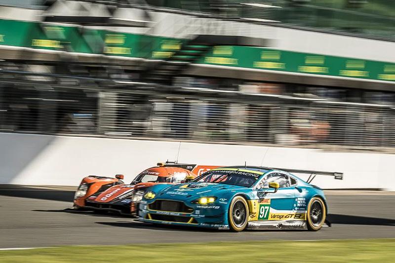 走行ペースの異なるプロトタイプスポーツカーとGTマシンが混走することもWECの大きなポイント。GTマシンでも今シーズンからフォードが新規参入し、4メーカーによる競争が行なわれている