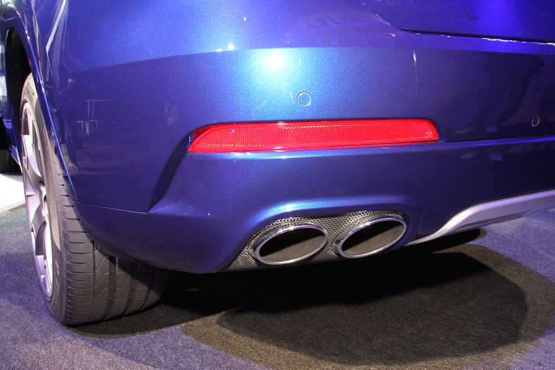クローム・スチール製エキゾースト・デュアル・ツイン・パイプを全車で採用