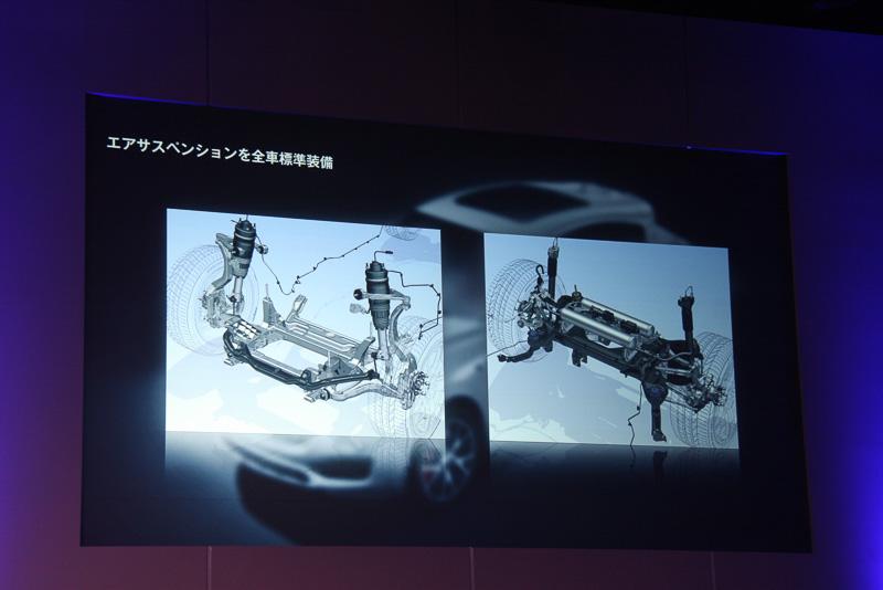 エアサスペンションにより、5+1の6段階に車高を調節可能。また、センターコンソールに設定されたスイッチを押すことで、走行モードを4種類から選択できる。パーキングブレーキは電気式を採用する