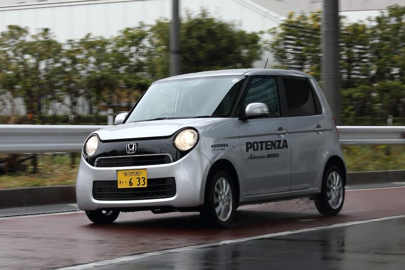 「POTENZA Adrenalin RE003」を装着するホンダ「N-ONE」