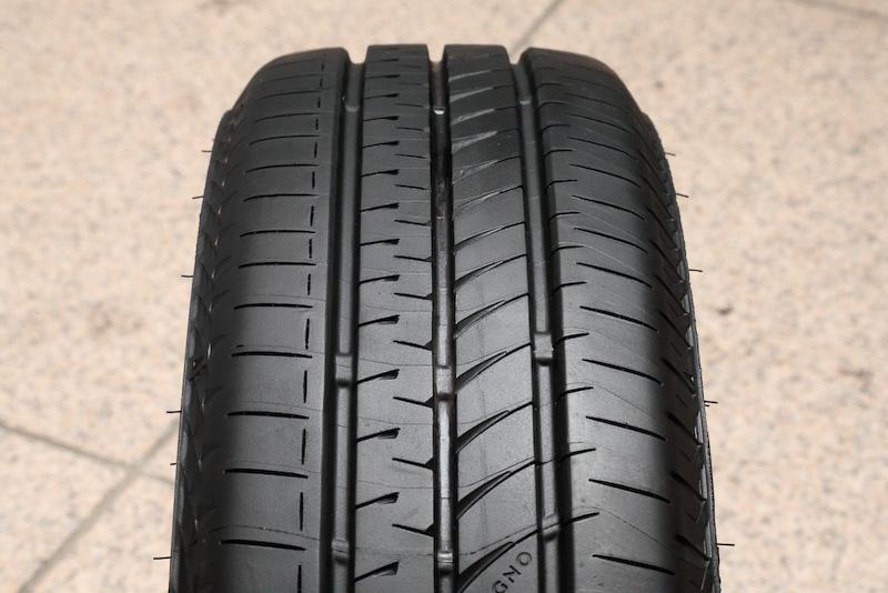 REGNO GR-Leggeraでは「REGNOブランドに相応しい静粛性と快適性、運動性能を軽自動車で実現すること」「軽自動車におけるライフ性能を大幅に向上し、低燃費性とウェット性能を両立した長く使えるロングライフタイヤ」という2点を開発コンセプトに掲げる