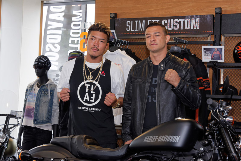 """米国の総合格闘技「UFC(ジ・アルティメット・ファイティング・チャンピオン)」の石原""""夜叉坊""""暉仁選手とカブ・スワンソン選手も登場。ハーレーダビッドソンはUFCのスポンサーとなっている"""