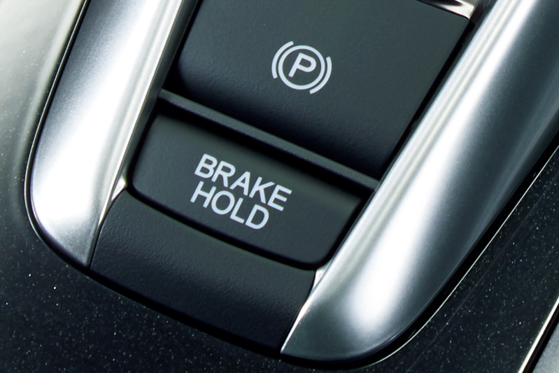 「オートブレーキホールド機能」はアクセルペダルを踏むと自動解除される