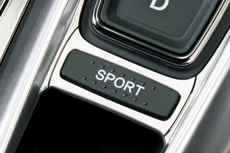 エレクトリックギアセレクターの「D」ボタン後方に新しい「SPORTモード」のボタンを新設
