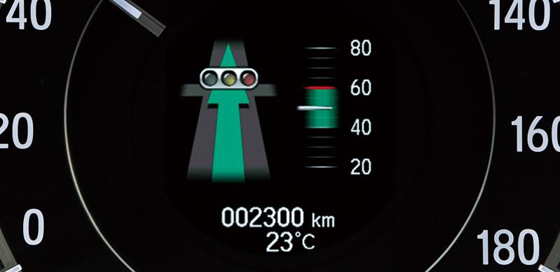 信号情報活用運転支援システムの情報はメーターパネル中央のマルチインフォメーションディスプレイにも表示できる