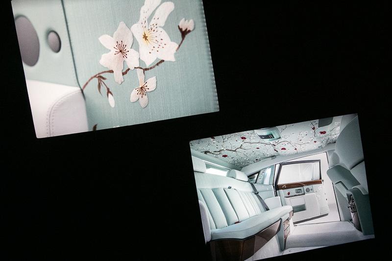 内装をオーナーの好みに製作できることを紹介する実例も紹介されていた。ドアトリムの写真で光っているのはダイヤモンド
