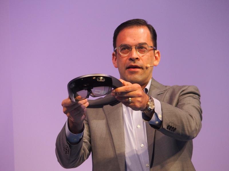 代表取締役社長の平野拓也氏が「Microsoft HoloLens」の日本での提供を発表