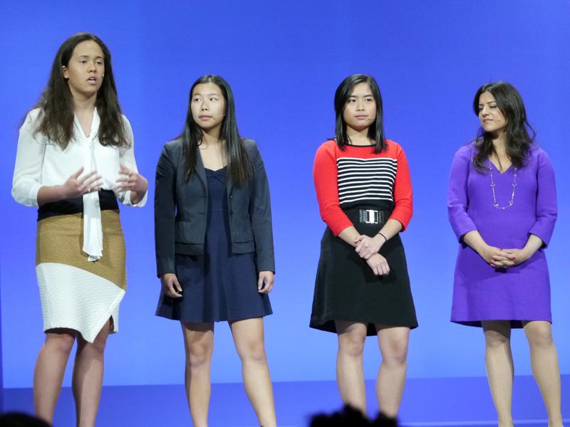プログラムを学習した女子高生なども登壇した