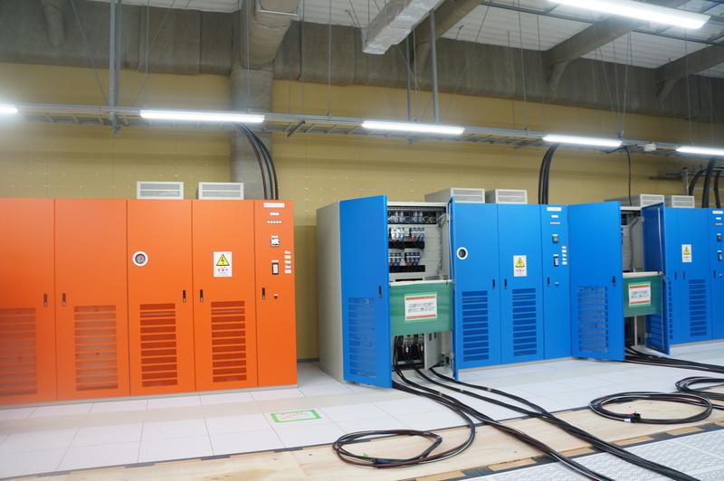 2系統の電源は、ボックスを色分けしている