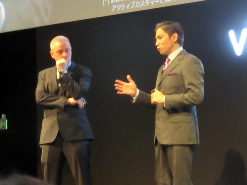 ロバートソン氏とともに登壇したAWSJ 代表取締役社長 長崎忠雄氏