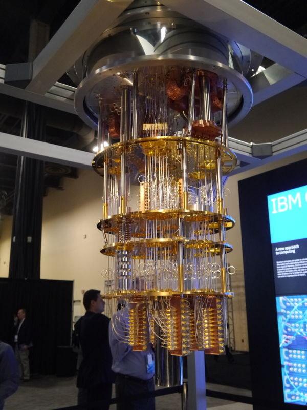 展示された50量子ビットの量子コンピュータの試作品