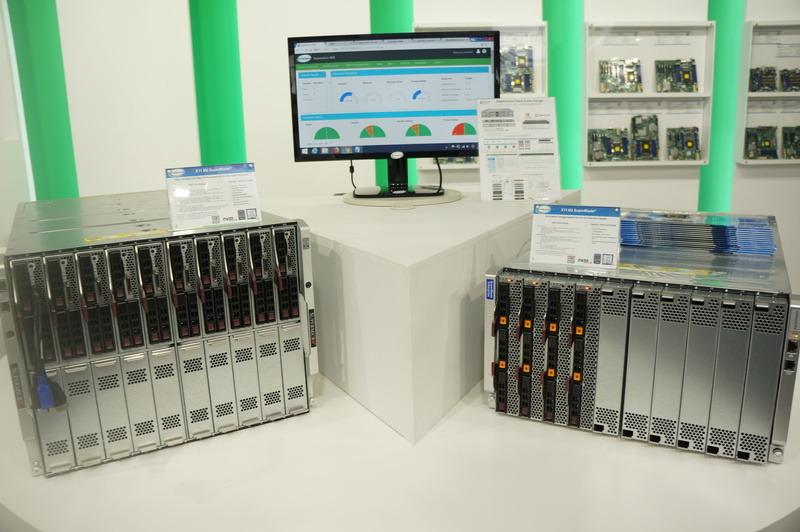 Xeon ScalableプロセッサのブレードサーバーX11 SuperBlade。8U(左)と6U(右)。6Uサーバー正面にオレンジ色が見えるのはNVMe。8Uサーバーのブレードには、キーボードやモニターを接続するドングルが付いている