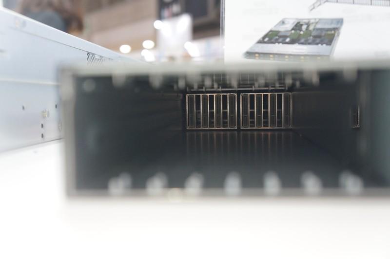 SSG-136R-NR32JBFのNVMeスロット内部