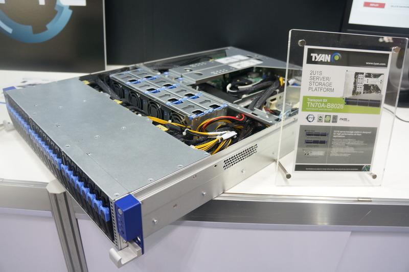 EPYCを搭載したTYANのTN70A-B8026ストレージサーバー