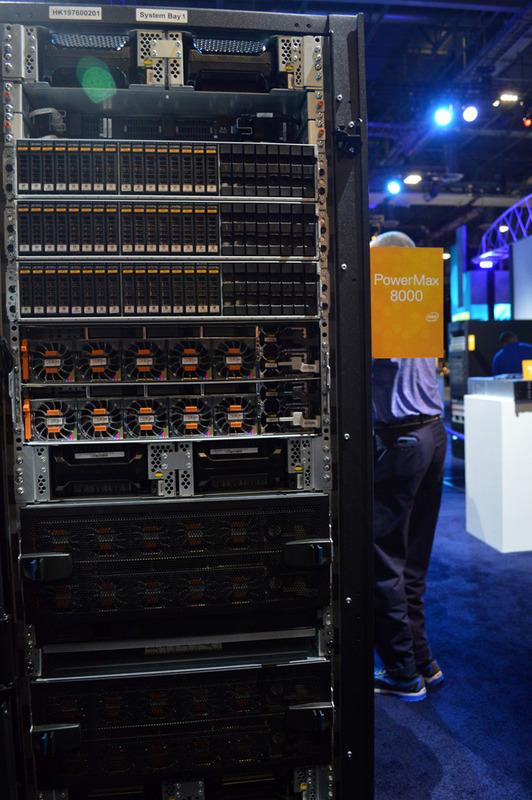 Dell Technologiesの新たなフラグシップとなるオールフラッシュストレージアレイの「PowerMax 8000」。エンドツーエンドでNVMeをサポートし「世界最速のパフォーマンス」(Dell EMC)を誇る。急速にニーズが高まるAI分野での導入拡大を狙う