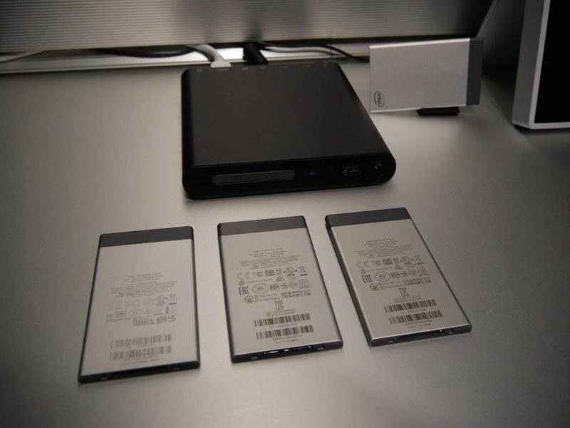 Intel Compute Card。PCやサイネージなどに挿入して利用できる。プロセッサを入れ替えたい機器などに最適であり、保守での活用も想定