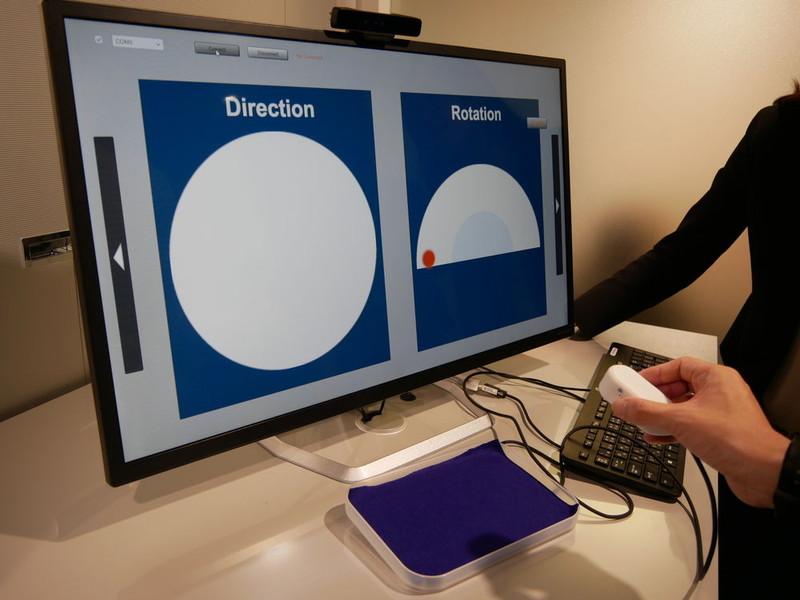 3D触力覚技術。力覚、圧覚、触覚の「三原触」の特殊な振動により、脳内に錯覚を発生させ、指先に感触を得ることができる