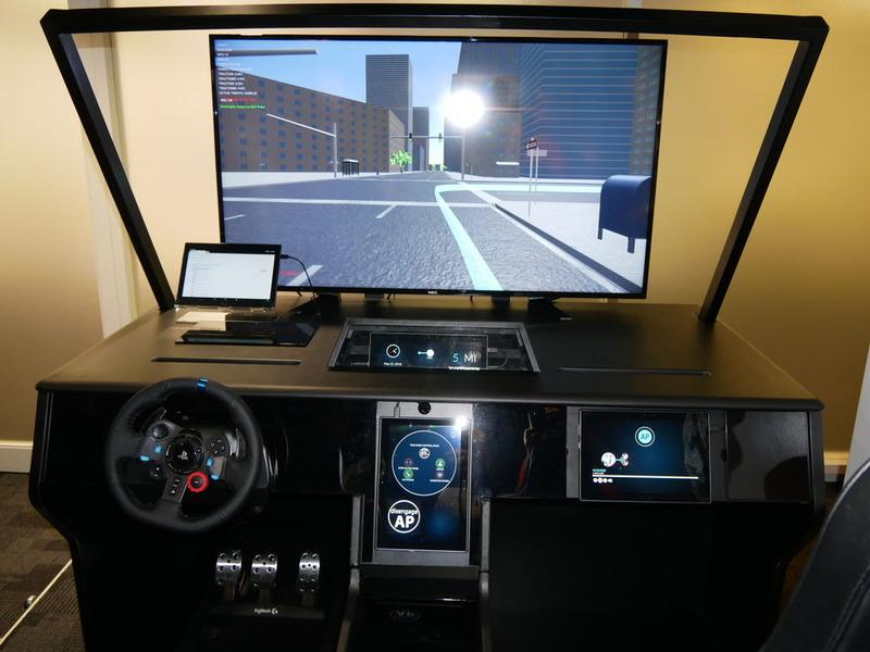 インテルラボで開発されたAutomotive User Experience Simulator。自動運転時代にこの分野で提供される各種サービスに参入したい企業がUXなどを確認することができる