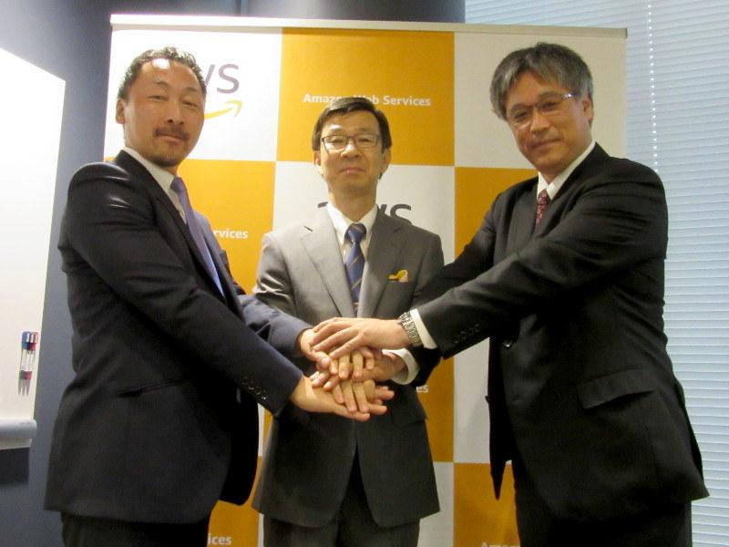 左から、JBS 伊藤英啓氏、AWS 今野芳弘氏、富士ソフト 新井世東氏
