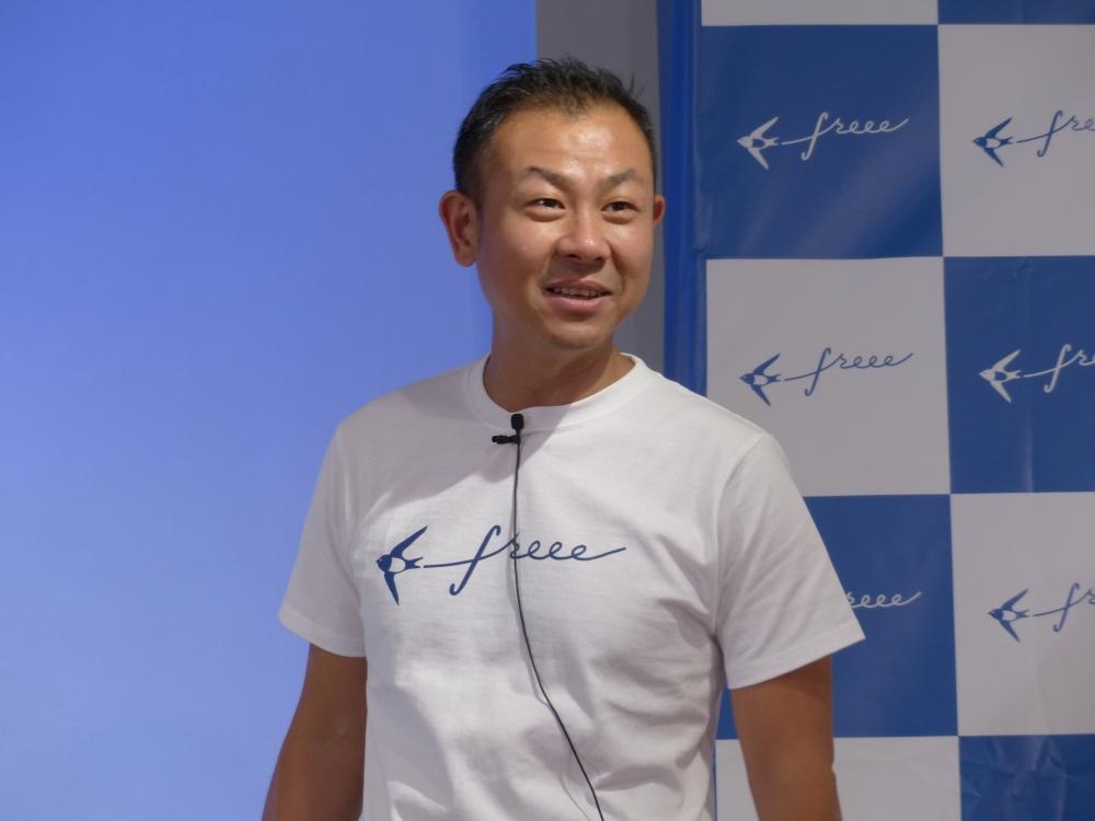 freee株式会社の佐々木大輔代表取締役。2日に開催した記者発表会で「あらゆるスモールビジネスに経営企画を」とアピールした