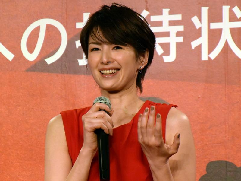 CMに登場する女優の吉瀬美智子さん。衣装はCMで着用しているもの