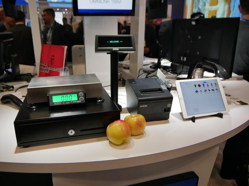 エプソンは小型プリンタを展示。POS端末との連動利用を訴求していた