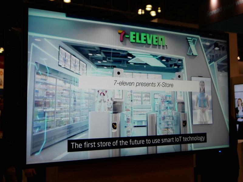 NECブースで台湾のセブン-イレブンの無人店舗の事例などを紹介